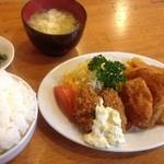 一番星 - ハム・チキン・カキフライ定食(御飯大盛り♪)