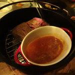 燻製kitchen - ダッチオーブンで作る黒毛和牛モモ肉の瞬間燻製です。