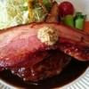 ビストロカフェ ミルフィーユ - 料理写真:厚切り焼きベーコンのせハンバーグ 1580円