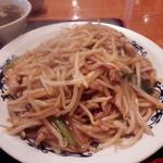 中華台湾屋台 三彩居 - 鶏肉ともやし焼きそばアップ