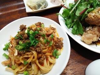 南青山エッセンス - 汁なし担々麺