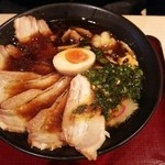 友部サービスエリア(下り線)スナックコーナー - たまり醤油チャーシュー麺 830円 (麺や村里木)