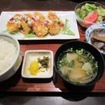 伊都ダイニング - 「チキン南蛮定食」は、サラダ、煮物、味噌汁が付いてきます。