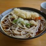 小太郎そばや - 天ぷらそば(冷がけ)・・冷がけのつゆの味が薄いんじゃないカナ・・(;´∀`)