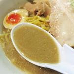 一山一家 - 味噌も濃いですが、出汁も濃い!                             高蛋白・高脂肪・熟成感が融合した味噌スープは、寒い時期には特に美味しく感じられます。
