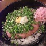34867205 - ねぎとろ丼 1080円 小鉢、味噌汁付き