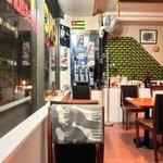 エコ ロロニョン - <'15/02/03撮影>店内のテーブル席の風景です