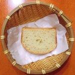 エコ ロロニョン - <'15/02/03撮影>トロピカルローストチキン 500円 のパン