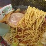 札幌軒 - 多加水率の中細縮れ麺