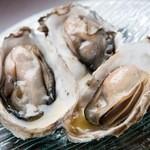 蒸し牡蠣(3ヶ)~シャンパン風味のソース~