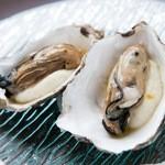 牡蠣の燻製(1ヶ)~カリフラワーのムース~