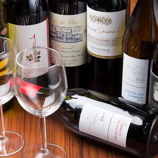 料理のお供にこだわりの【ワイン】を。珍しいワイン多数ご用意。