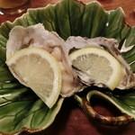吉位寿司 - 生牡蠣。キレイな身だった♪