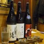 二代目 佐平次 - クーポンの利き酒セット。自分好みのやや甘めの日本酒が多かったです。