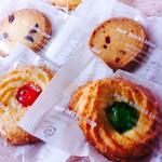34882678 - サクサク、ほろほろ、パリパリ…様々な食感のクッキー