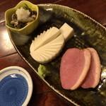 蕎麦処 朝日屋 - タイムサービス(990円)のおつまみ3点盛。2015年1月