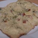 34884534 - 4種のチーズピザ