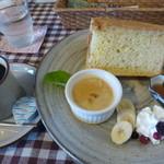 船江 - ダッチコーヒーとシフォンケーキセット@700