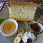 船江 - シフォンケーキはハチミツと生クリームで