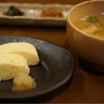 34887944 - だし巻き卵とおだしが美味しいお味噌汁