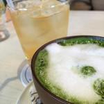 34890570 - 白ブドウジュースと抹茶ミルク