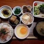シーズホーム - 彩り小鉢御膳