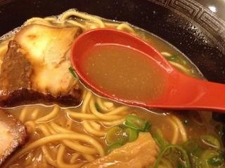 ラーメン東大 道頓堀店 - 王道ラーメン(680円)スープ