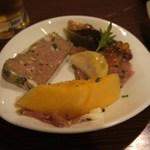 La Coccinella - 田舎風パテ、プロシュート・メロン、、寒ぶりと蕪のカルパッチョ