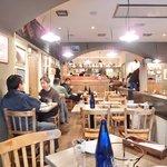 ビステッカ - <'15/02/07撮影>店内のテーブル席の風景です