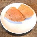 ビステッカ - <'15/02/07撮影>ハラミの炭火焼きと名物ラザニアのセット 1000円 のパン