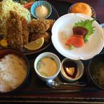 味の民芸 瀬戸 - 料理写真:アジ、カキ定食1,600円(税別)