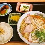 明月 - ラメン定食 630円