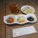 34905246 - 韓国小皿3品、サラダ