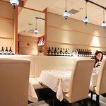 サライ - <'15/02/08撮影>店内のテーブル席の風景です