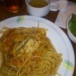 アンジェリー フレスカ - パスタセット。サラダ、スープ、ドリンクがつく。