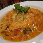 セイナカフェ - ブラック・オリーブのクリームトマト・ソースのパスタ1