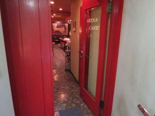 セイナカフェ - 地下1階に有るせいもあり、カフェと云うよりはバーの雰囲気