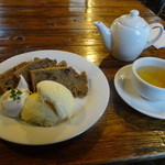 リーブス - 季節のシフォンケーキ&アイスクリーム ジャスミンティー