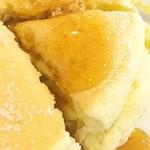 たかじ - パンケーキ(プレーン)断面&メイプルシロップ