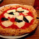 34909036 - 自家製モッツァレラチーズのマルゲリータ(1,800円)。