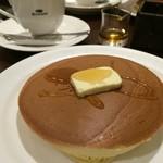 珈琲館 - グアテマラ産コーヒーの花蜂蜜で味わう手焼きホットケーキ(1枚)とブレンドコーヒー