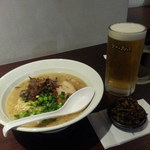 東京とんこつ 萬燈行 - 醤油とんこつ680円と期間限定?生ビール通常500円が400円