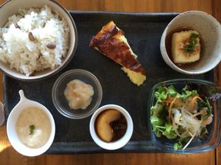 マドカフェ - 煮込みプレートセット(¥1080)