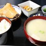 34924823 - 日替わり定食@750円焼き魚(鮭)と粕汁