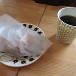 パラティッシ - 料理写真:スコーン 200円、コーヒー 300円