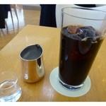 34926661 - ドリンクは数種類から選べましたので「アイスコーヒー」を。                       程よい苦みで美味しいですよ。