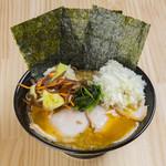 横横家 - ラーメン(野菜畑&玉ねぎトッピング)