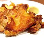 ガスト - 料理写真:肉厚ジューシー若鶏の秘伝スパイスグリル