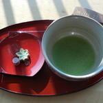 奈良万葉若草の宿 三笠 - チェックインの際のサービスのお菓子とお抹茶