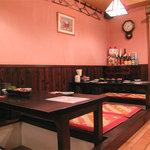 博多こっこ家 - オシャレすぎるオトナ系焼鳥屋でもなく、普段着で友人同士やカップルで楽しめる居心地の良さがあります。